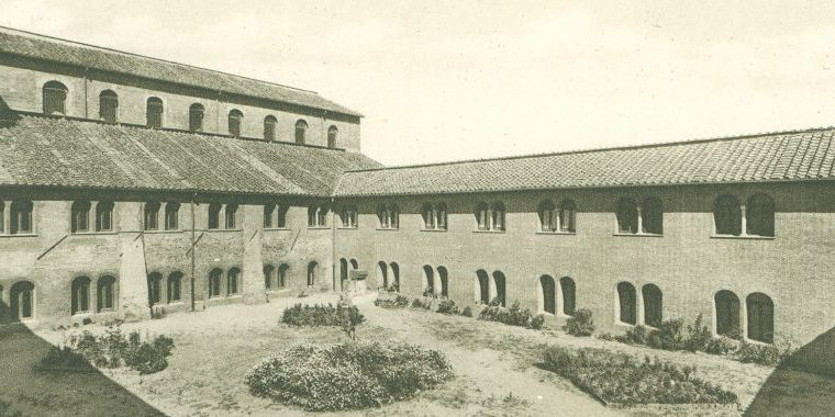 Foto storica del Chiostro dell'antico monastero di san Saba sull'Aventino minore, Roma
